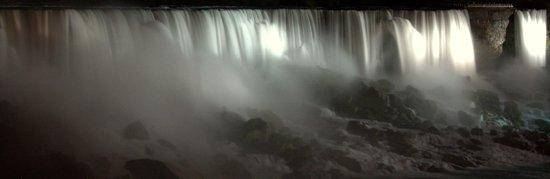 HI- Niagara Falls: De nuit