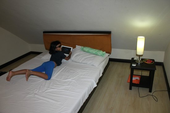 Lancaster Hotel Cebu : Small, Cramped But Comfortable Bedroom