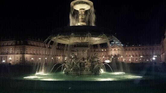 Palace Square (Schlossplatz) : una noche de junio