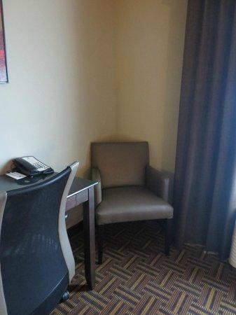 Astoria Hotel and Suites : Room