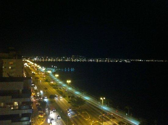 Novotel Florianopolis: Vista noturna da Av. Beira Mar Norte