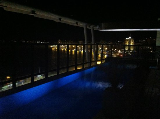 Novotel Florianopolis: Piscina a noite