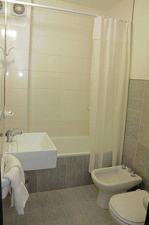 Hotel Colonial: Baño Habitación Superior