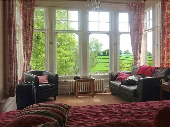 Settle Lodge: Wide views from the bay windows