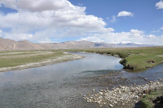 Tashkurgan Fort: Crystal clear streams run through the grasslands