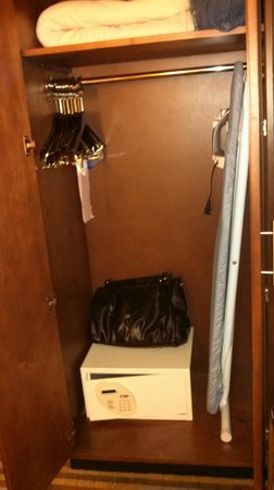 Comfort Inn Downtown DC / Convention Center: Closet