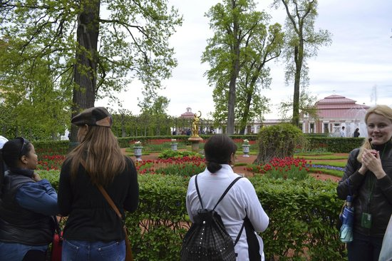 Guide Guru Private Day Tours : In the Gardens with Svetlana