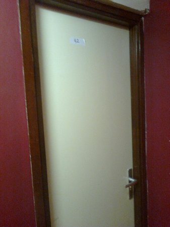 Hotel Y Boulevard: The door of the room we checked in with only a piece of paper tape to show the room#