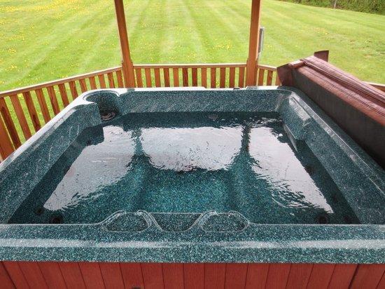 Red Clover Inn & Restaurant: outdoor tub