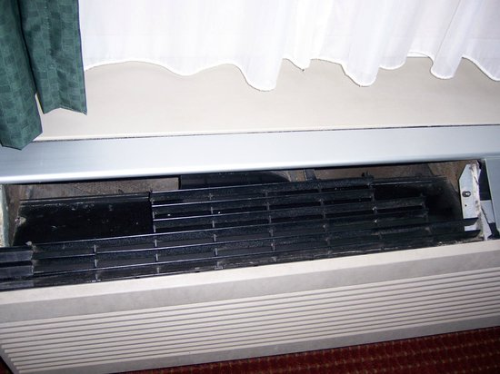 Quality Inn Shepherdstown: Broken vent