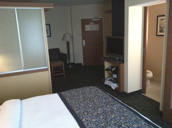 SpringHill Suites Albany-Colonie: Note the small shelf under the TV