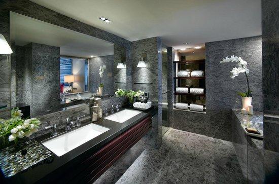 Mandarin Oriental Jakarta : Deluxe Bathroom