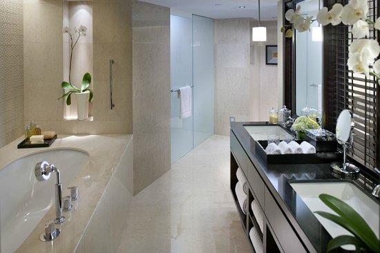 Mandarin Oriental Jakarta: Oriental Suite Bathroom