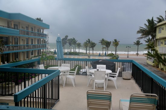 The Merriweather Resort: Looking out unto the beach on a stormy day