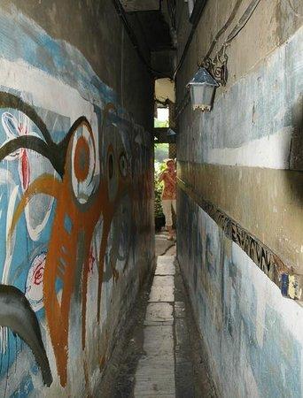 Narrow Door Cafe: Entryway fro sidewalk