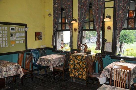 Narrow Door Cafe: Open air dining room