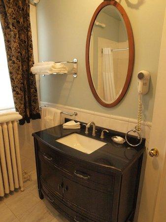 Victorian Hotel : nice bathroom