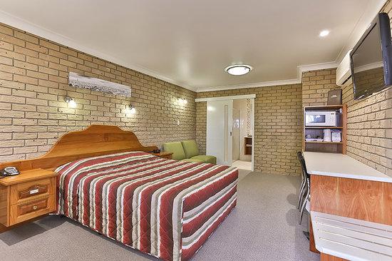 Sunray Motor Inn: Deluxe Queen Room