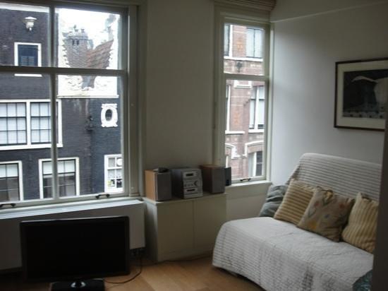 Brem's Apartments: living room
