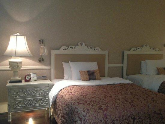 Beijing Hotel NUO: Comfy beds.