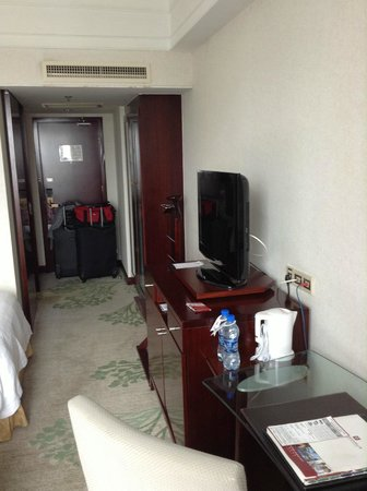 Merry Hotel Shanghai: Room good size