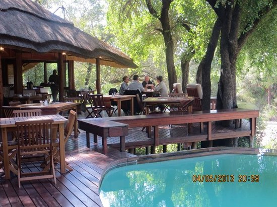 Imbali Safari Lodge: outside dinning area
