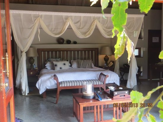 Imbali Safari Lodge: our room