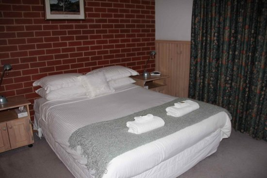 Summerfield Studio Apartments : Bed