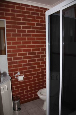 Summerfield Studio Apartments : Bathroom