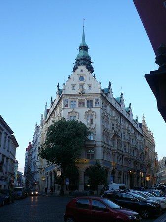 Hotel Paris Prague : アールヌーボー建築の老舗です