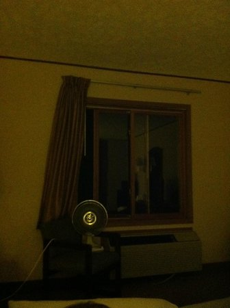 Econo Lodge: The fan in the window that opened 3 inches