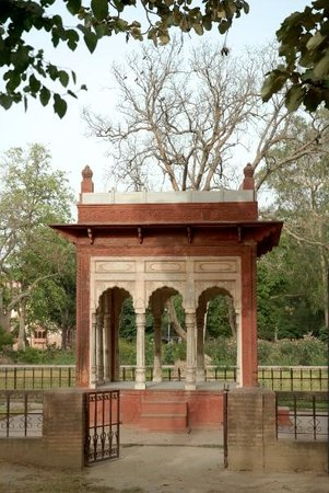A Tomb memorial in Company Bagh