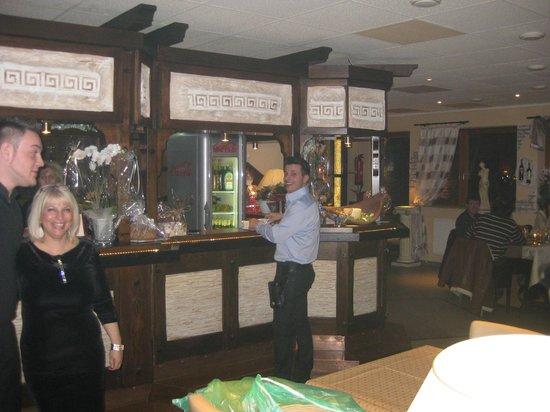 Alexander Palace Restaurant: Restaurant und Thekenbereich