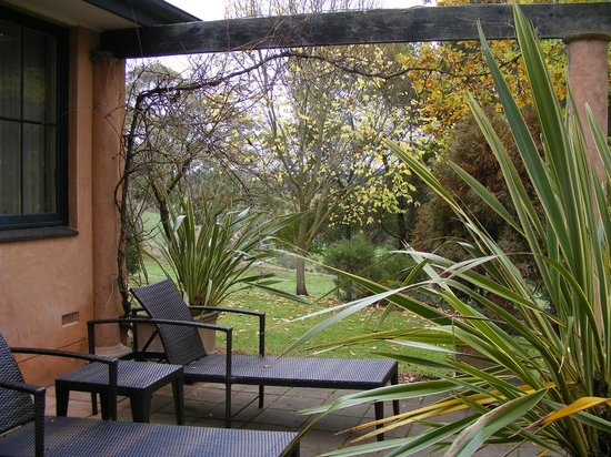 Adelaide Hills Country Cottages: Great spot for a good book and some sun