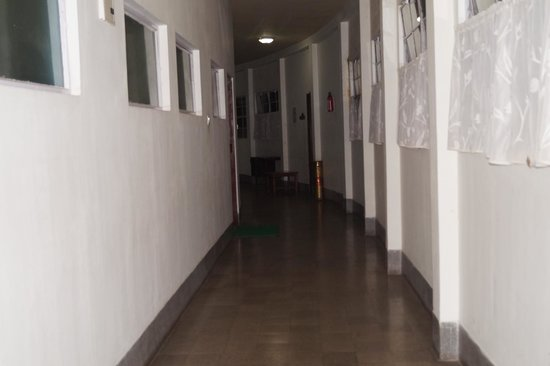 Darjeeling Tourist Lodge: The long corridors