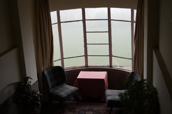 Darjeeling Tourist Lodge: The landing at end of each stairs