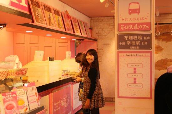 Hanahata Bokujo : 清潔感のある店内
