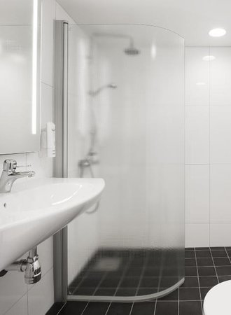 Scandic Jarva Krog: Bathroom
