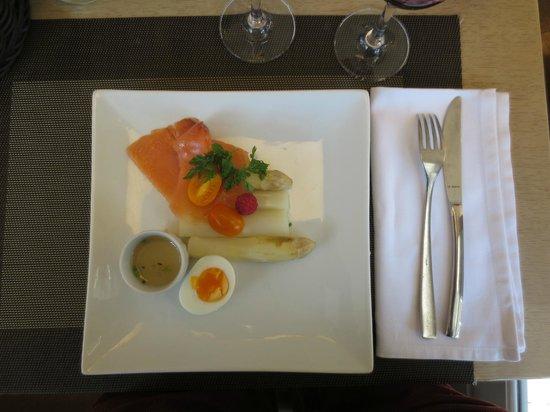 Market Pub : Asparagus & smoked salmon