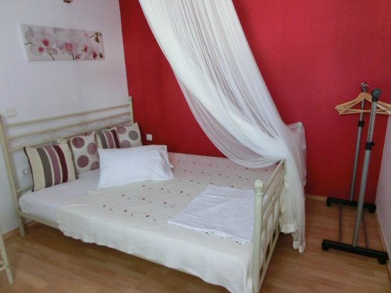 Elkaza Villas: One of the 2 rooms in the apartment