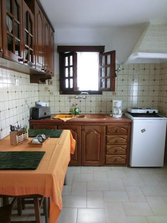 Elkaza Villas: Well equipped kitchen