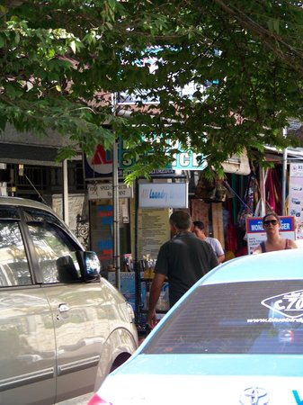 Hotel Kumala Pantai: Great laundry across the road at the street end