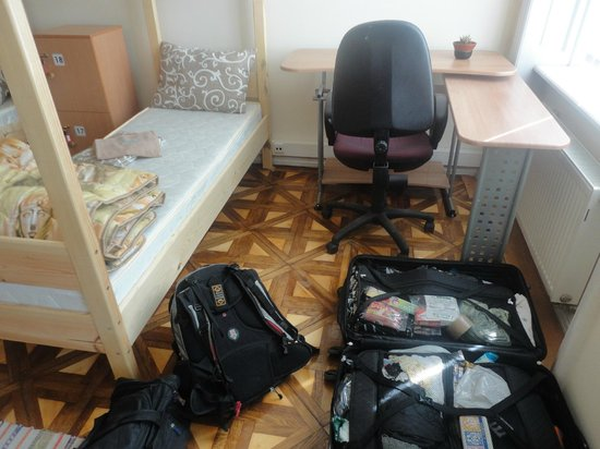 Cossacks Hostel : A single bed with a desk.