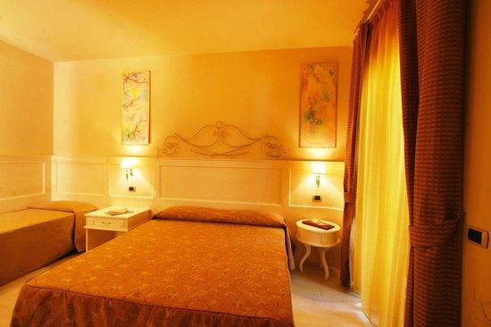 Hotel  Solemare: Camera lux tripla classica