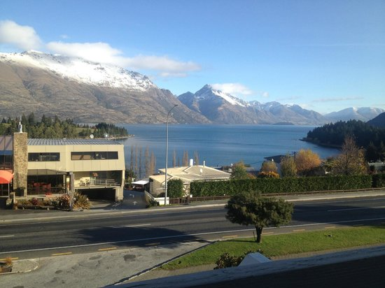 Copthorne Hotel & Apartments Queenstown Lakeview : View off the deck