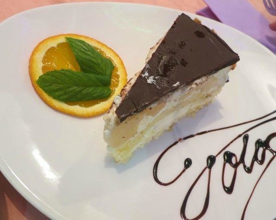 Bistro Fotic : For those with a sweet tooth there is always a choice of fresh cakes