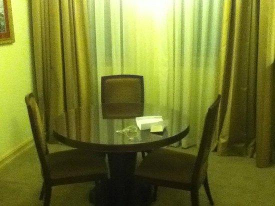 Royal Albert Hotel: Dining room