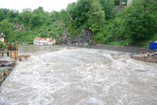 Penzion Weber : die reißende Moldau bei beginnender Überflutung