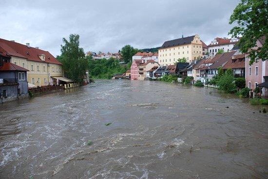 Penzion Weber : die reißende Moldau tobt und zerstört vieles in dem wunderschönen Ort