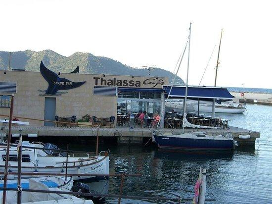 cafe thalassa: Great Location